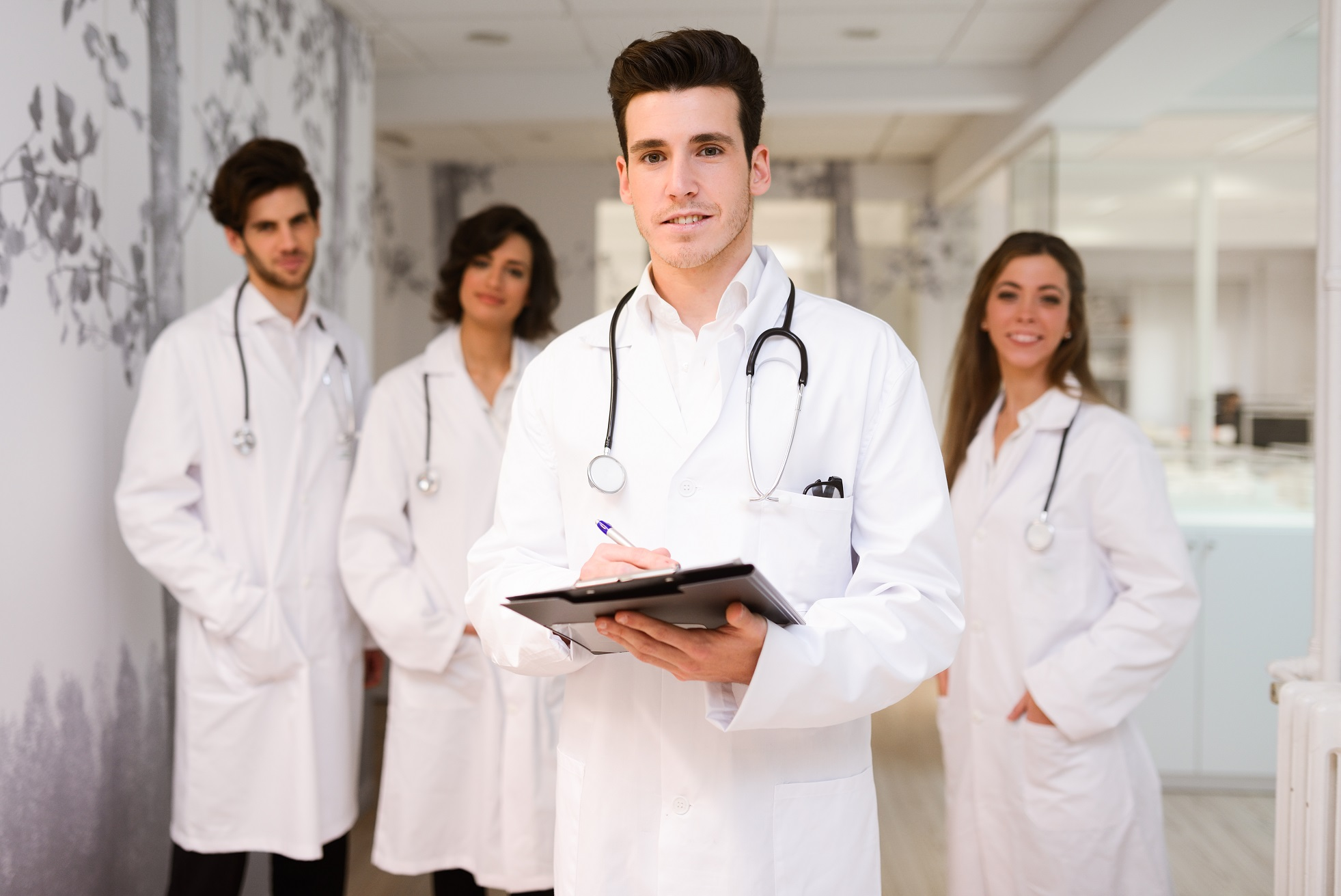 http://www.freepik.com/free-photo/young-practitioner-his-first-day_899850.htm#query=medical%20staff&position=32